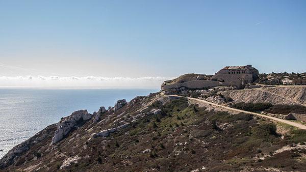 Vue sur le Fort de Niolon et la mer